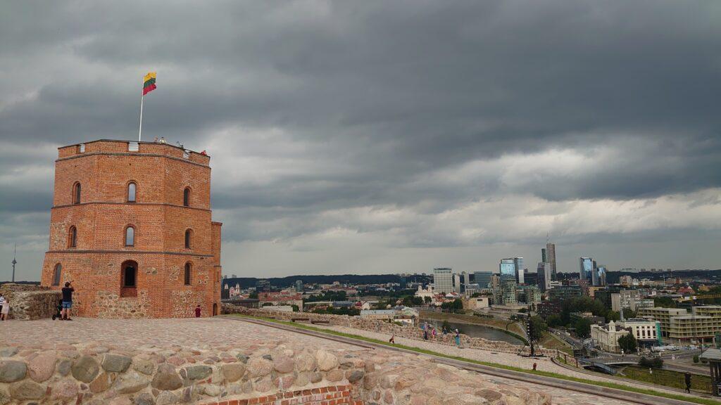 Gediminasův hrad a výhled z něj, je vidět na všechny strany