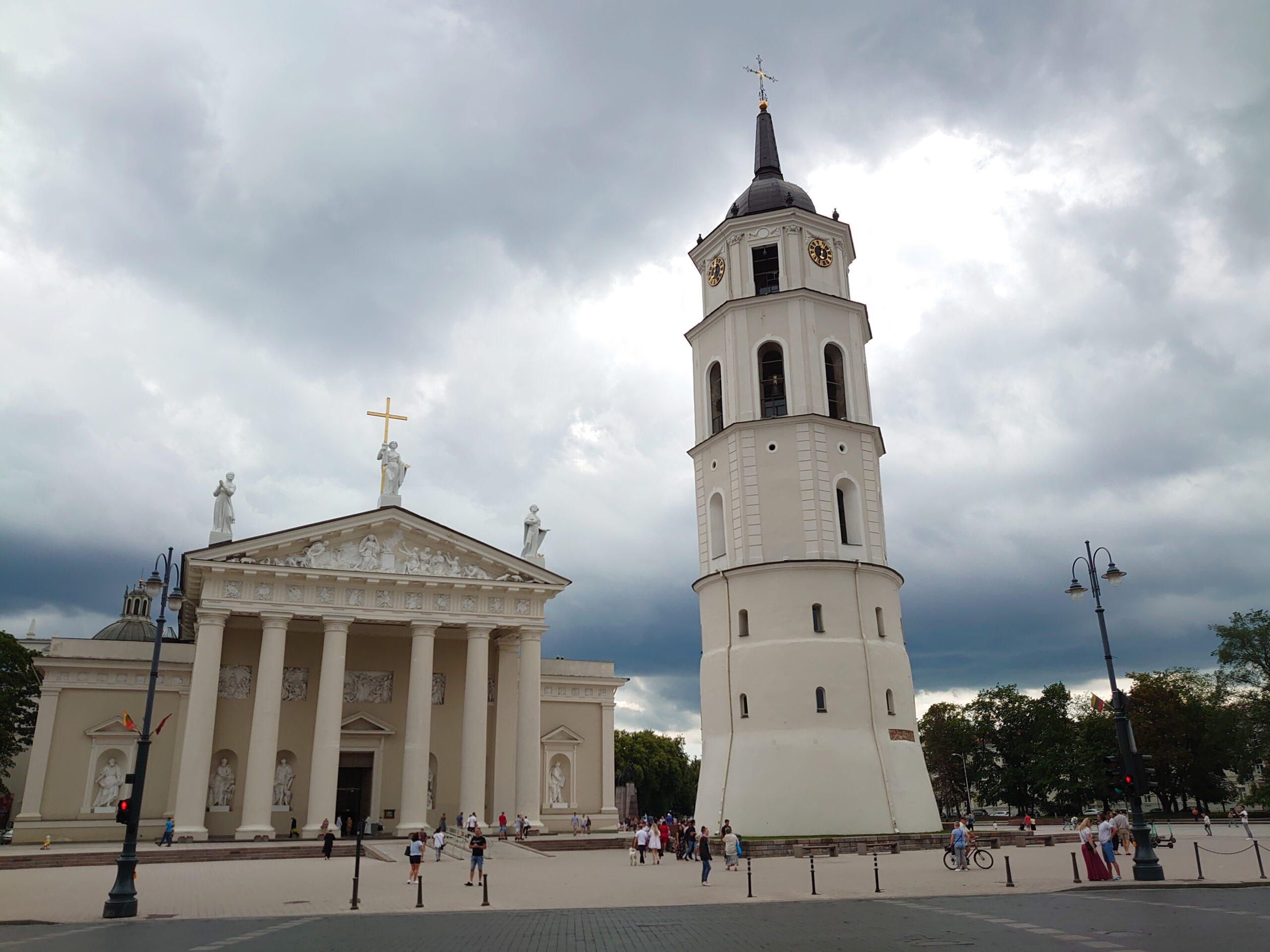Katedrála ve Vilniusu se zvonicí